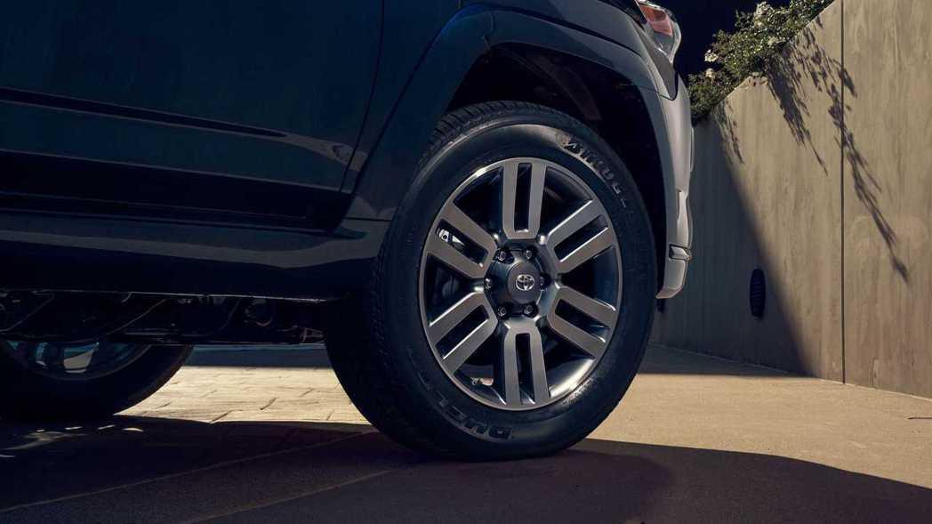 TRD Sport全新造型的灰20吋鋁圈。 摘自Toyota
