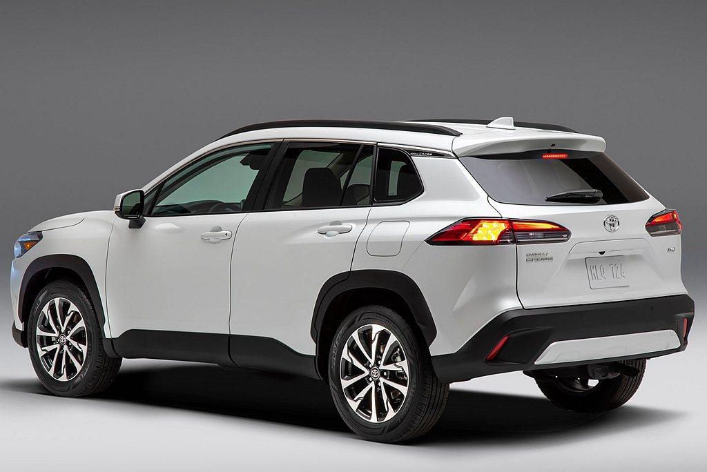 美規Toyota Corolla Cross L、LE車型配置17吋輪框,頂級X...