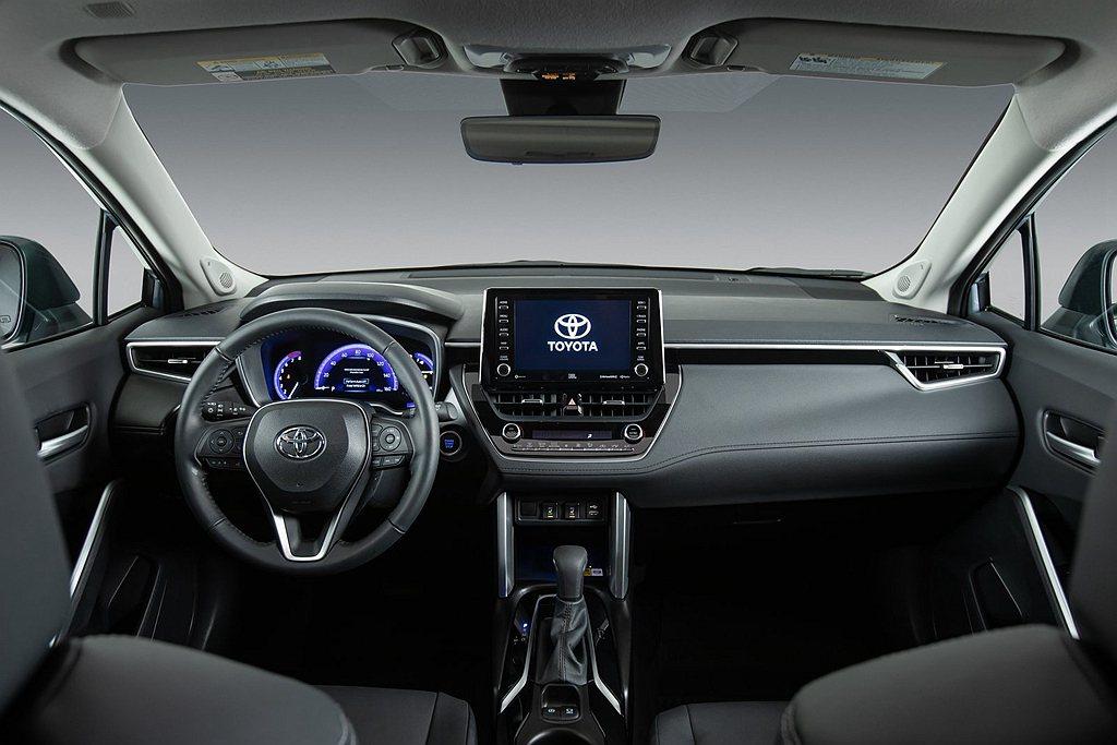 美規Toyota Corolla Cross儀表中央配有7.0吋顯示幕,中控多功...