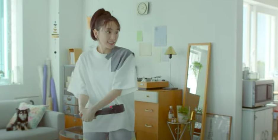 新垣結衣為廣告一連改變4種造型。圖/摘自YouTube