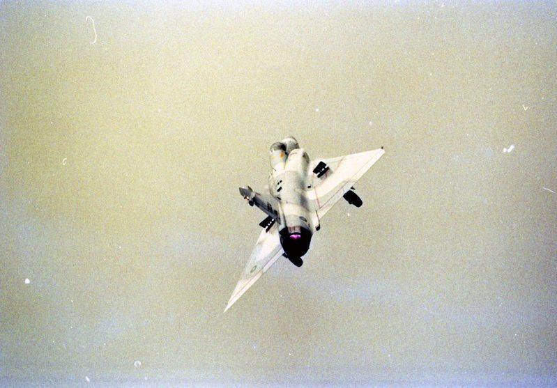 幻象2000戰機展示飛行技能情形。圖/聯合報系資料照片