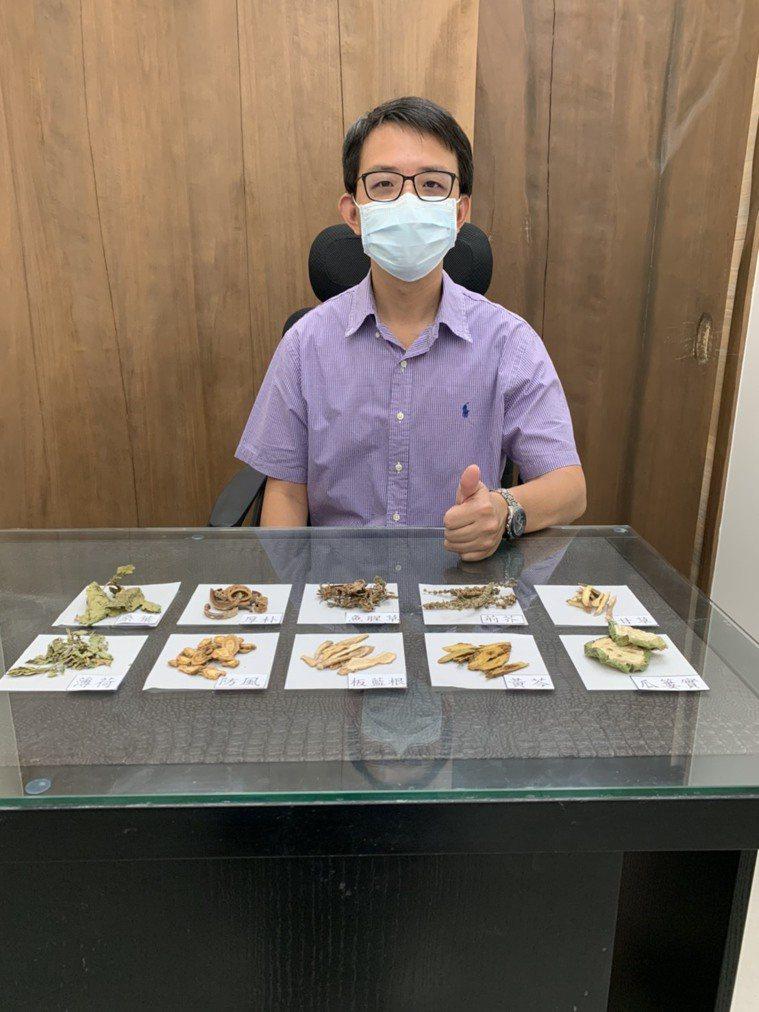 有中醫西醫雙執照的醫師蔡宗璟指出,「台灣清冠一號」為中醫師處方藥,屬於「專病專藥...