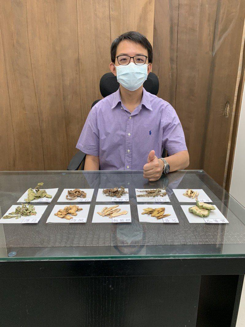 有中醫西醫雙執照的醫師蔡宗璟指出,「台灣清冠一號」為中醫師處方藥,屬於「專病專藥」的治療性用藥,非保健類茶飲,無確診者是不需要服用的。圖/蔡宗璟提供