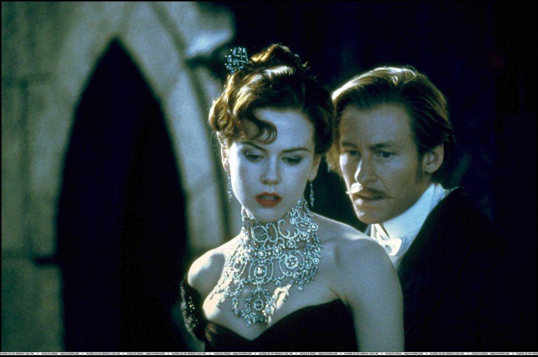 妮可基嫚在「紅磨坊」戴的珠寶是真品,造價驚人。圖/摘自imdb
