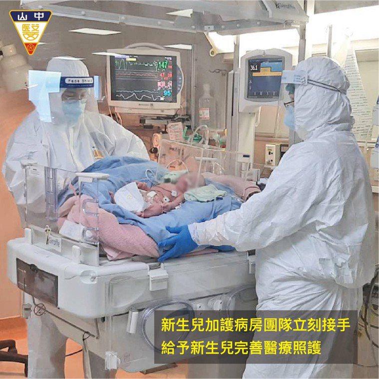 一名北部染疫產婦在台中中山附醫緊急負壓隔離病房緊急剖腹,新生兒哭聲宏亮狀況穩定,...