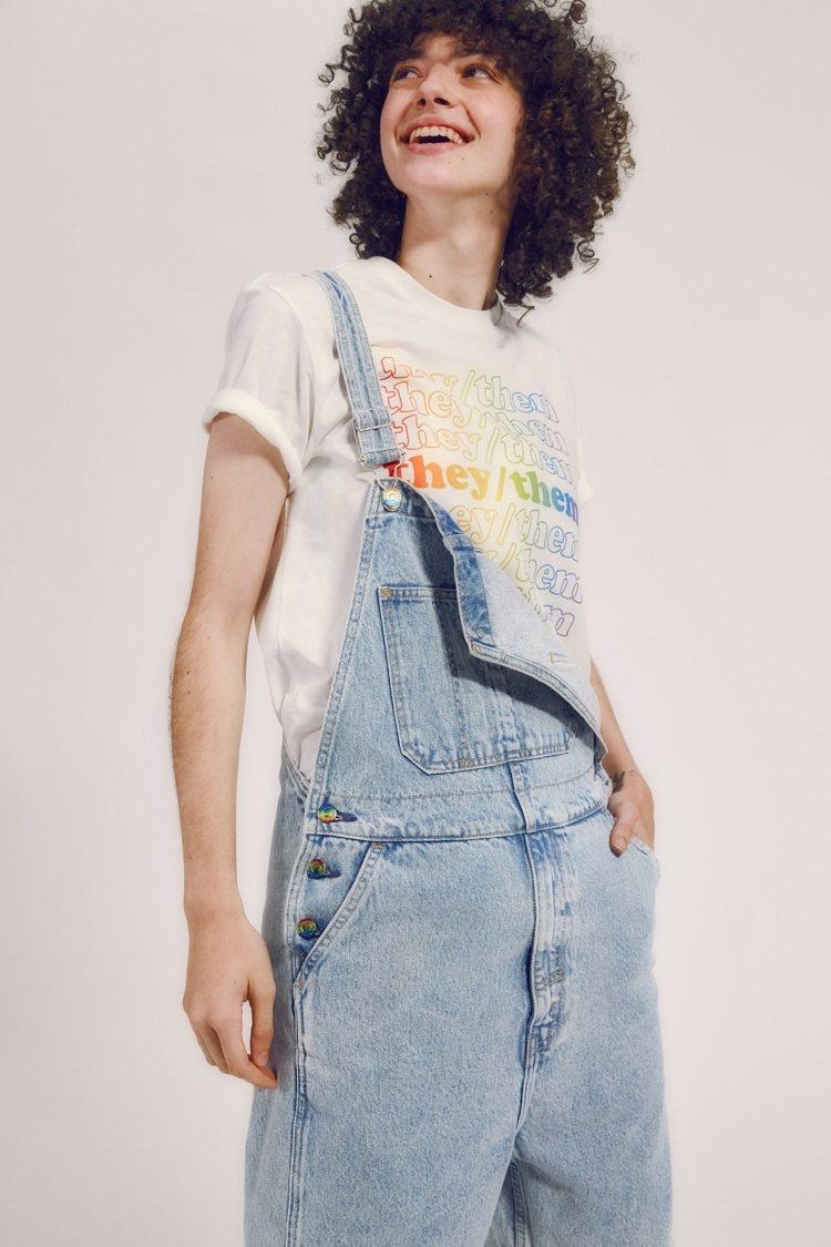 LEVI'S®限定Pride系列丹寧連身短褲3,290元。圖/ LEV...