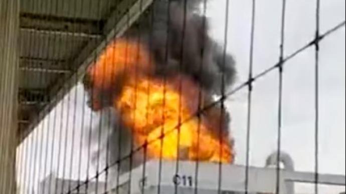 富士康指出,深圳觀瀾園區樓頂起火已撲滅,不影響生產。澎湃新聞