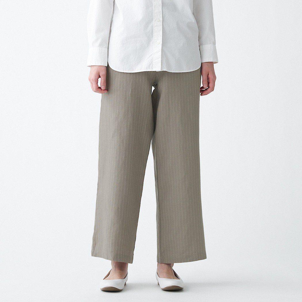 無印良品女法國亞麻直筒褲/1,190元。圖/MUJI無印良品提供
