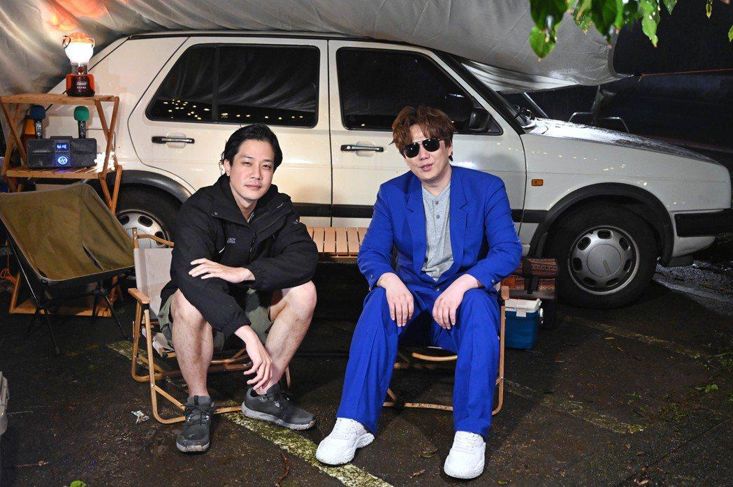 蕭煌奇(右)直讚薛仕凌演技精湛。圖/環球音樂提供