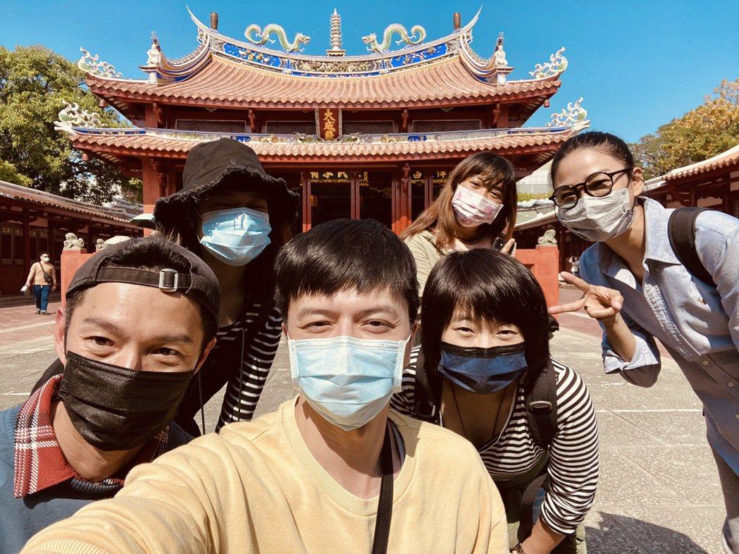 洪小鈴(右起)懷念在台南拍戲的日子,經常和江常輝、周詠軒相約出遊。圖/幸星娛樂提...