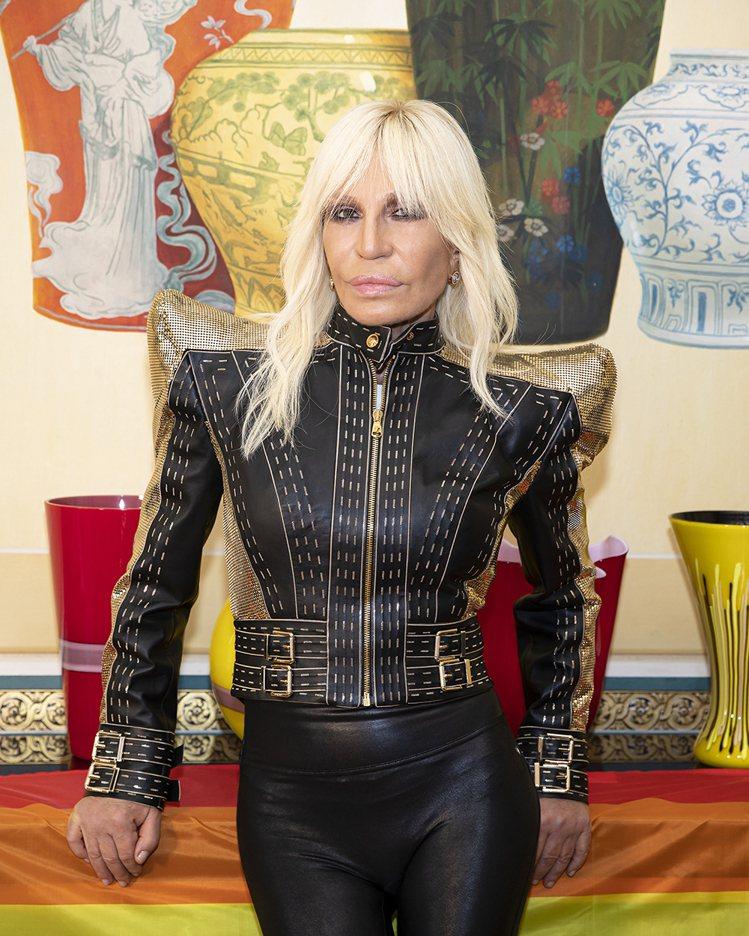 VERSACE創意總監Donatella Versace復刻當年為Lady Ga...