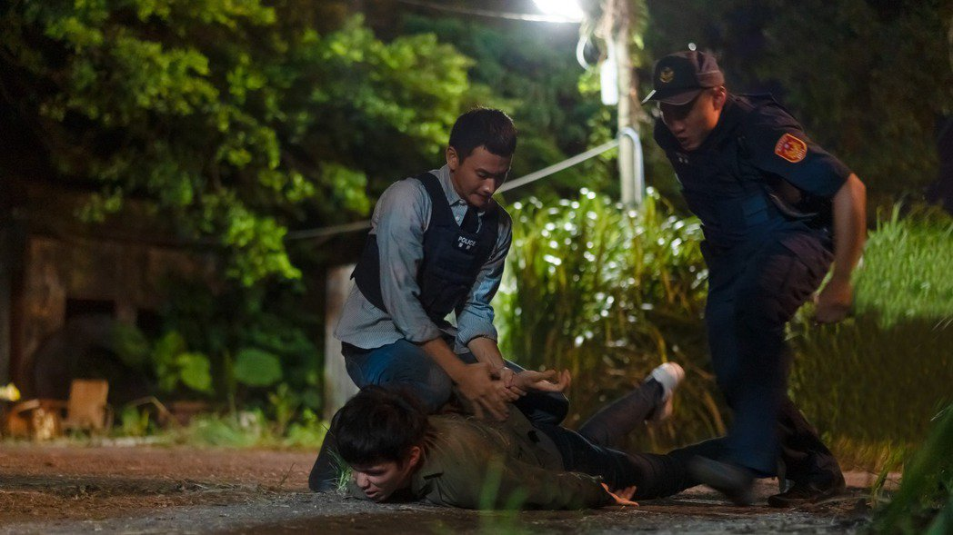 劉冠廷在「第三佈局 塵沙惑」中飾演一名菜鳥刑警。圖/CATCHPLAY提供