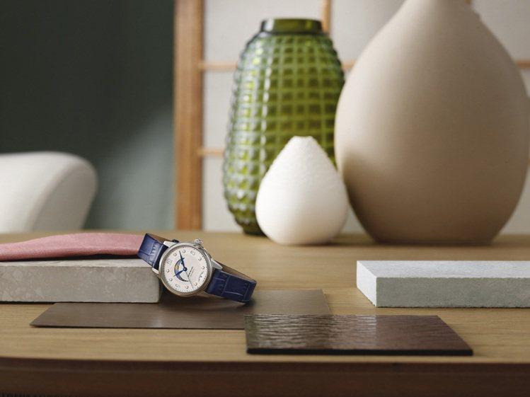 萬寶龍寶曦日夜顯示腕表,具有34、30毫米等兩種尺寸,並以表面中的彎月型日夜顯示...