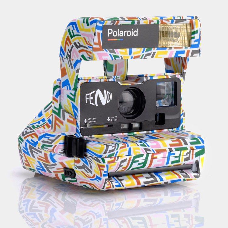 FENDI Vertigo聯名系列Polaroid相機,31,500元。圖/FE...