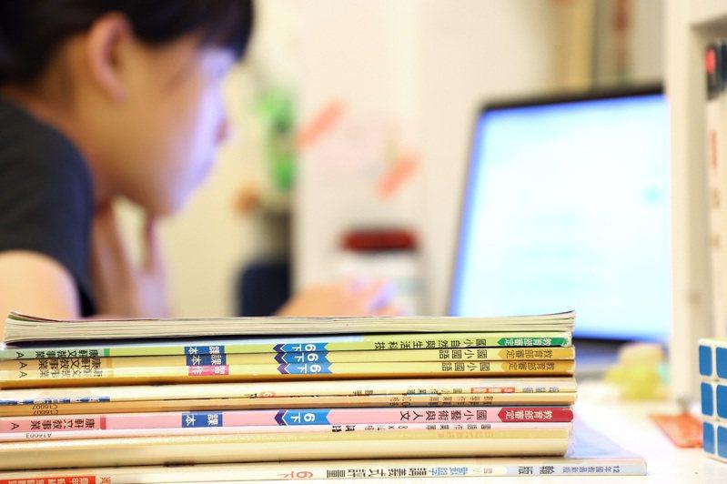 全國因疫情停課,讓許多家長措手不及,但對實驗教育的自學生家庭,在家上課已是日常。圖/聯合報系資料照片