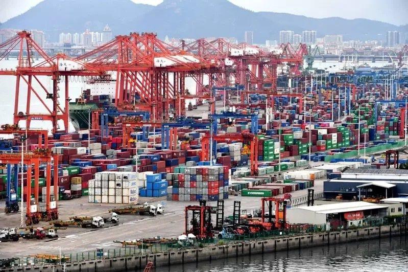 4月以來,大陸至少已有11個港口傳出經國際船舶輸入的新冠確診病例或無症狀感染者。...