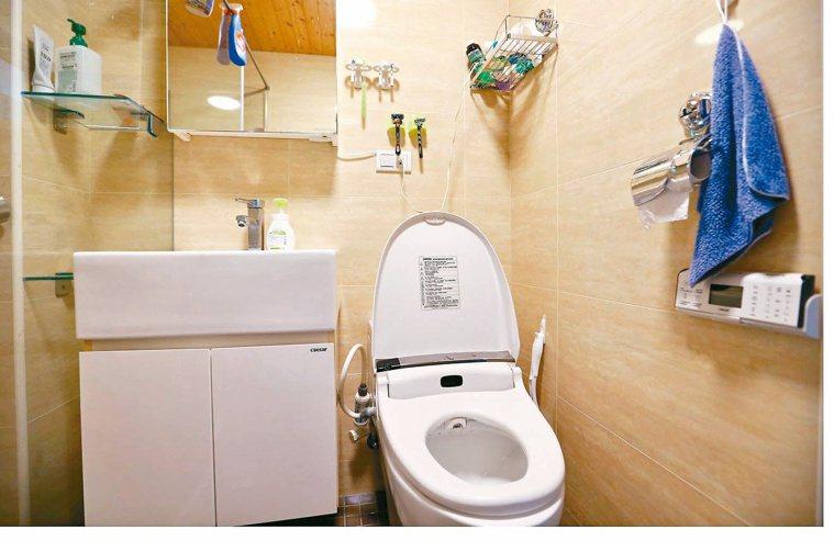 譚敦慈家的浴室,只放擦手巾。記者杜建重/攝影