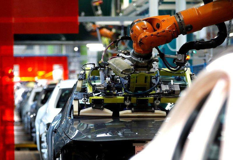 在國內和出口訂單增加帶動下,摩根大通5月全球製造業PMI升至56,寫下11年新高。 路透
