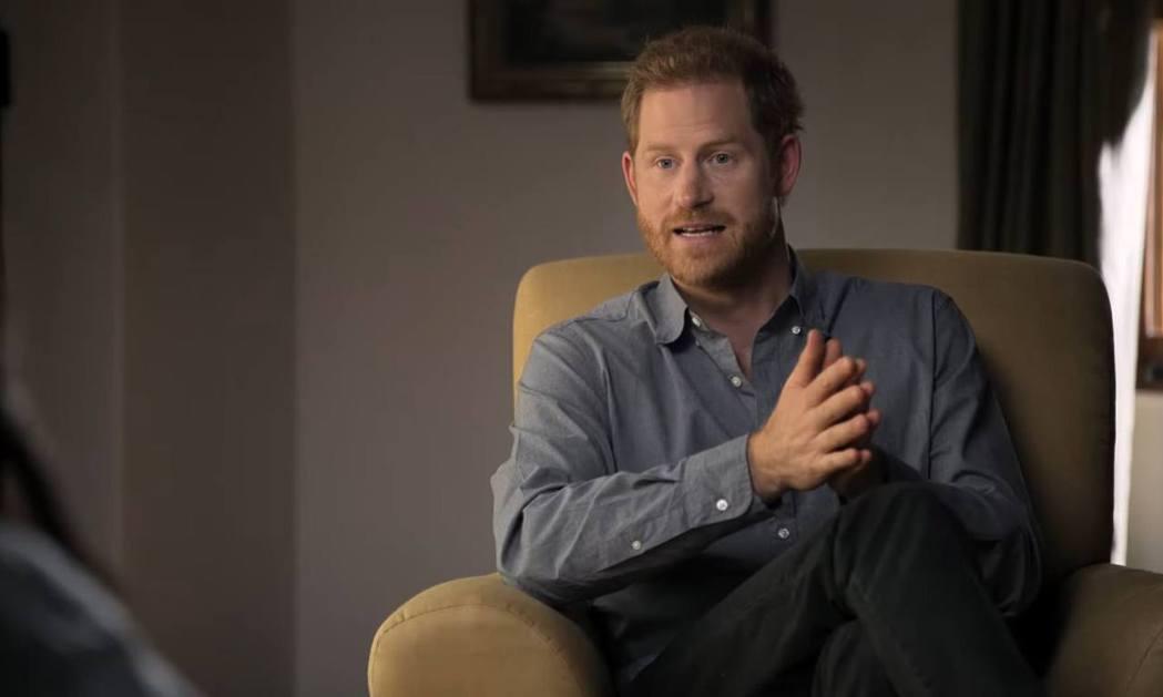 哈利王子日前在節目「你看不見的我」曝光皇室秘辛引發爭議。圖/摘自YouTube