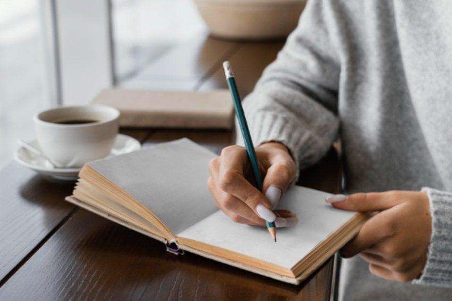 防疫期間,是人際關係的考驗期,別擔心,找出壓力源,運用轉念和正念書寫,你可以為自...