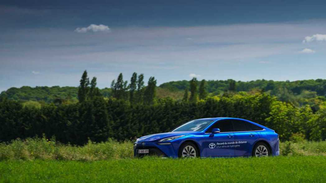 第二代Toyota Mirai五月底在法國創下加一次氫就跑超過1000公里的世界...
