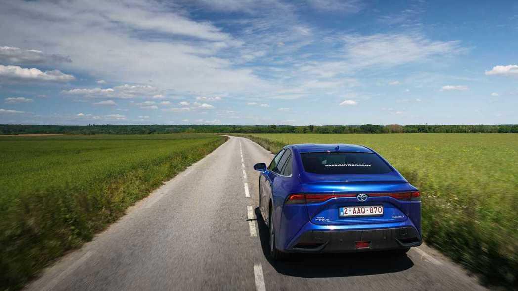 此趟Toyota Mirai在法國總共行駛達1,003公里,超越Hyundai ...