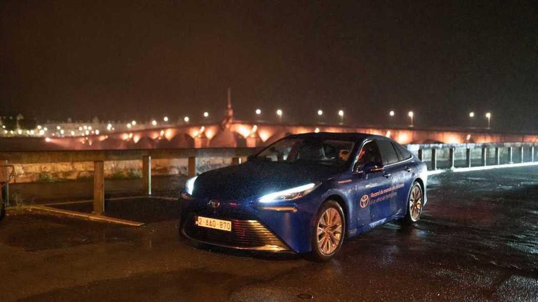 Toyota Mirai以1,003公里成為世界上單趟續航力最強的氫燃料車。 摘...
