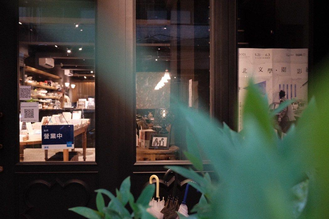 也許一間讓人鍾愛的實體書店,所販賣的不只是書與咖啡,而是讓人感到愉悅的時間。 圖...