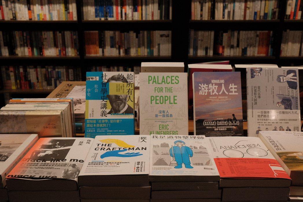 實體書店的危機不是現階段、短時間的事,面臨的是長期生活習慣的改變。 圖/江佩君攝...