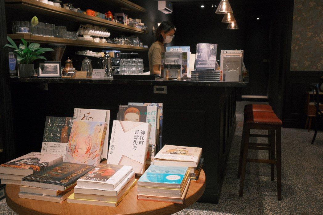 陳正菁認為,書店扮演的功能一定要轉型,不能再固守一個空間、地點,必須有一個更流動...
