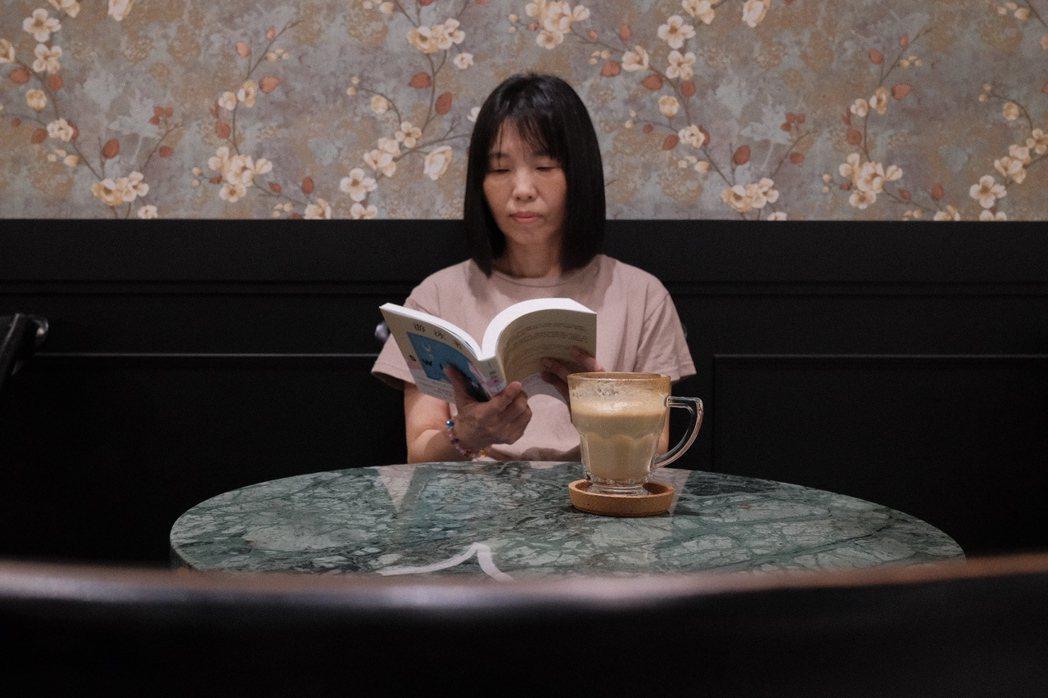 避免太過焦慮,陳正菁建議,不要因為疫情我們需要去讀什麼,而是你本來喜歡讀什麼就應...