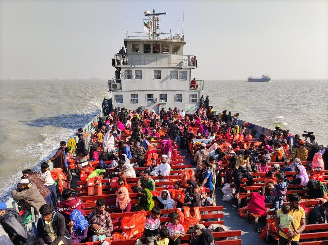 圖為準備被送到巴山查爾島上的羅興亞難民。 圖/美聯社