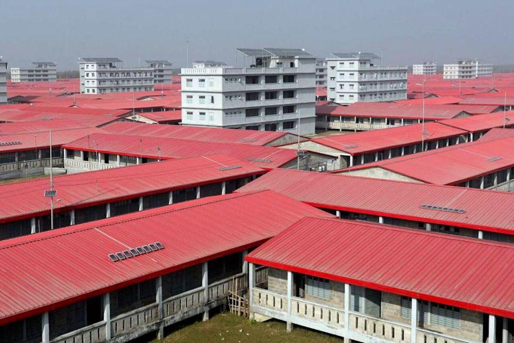 圖為孟加拉政府在巴山查爾島上修建的房屋。 圖/法新社