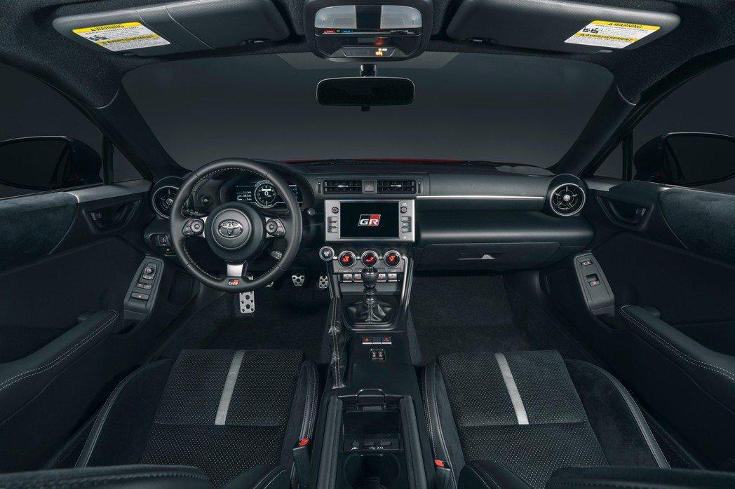 GR 86的座艙也增添些許舒適性。 圖/Toyota提供