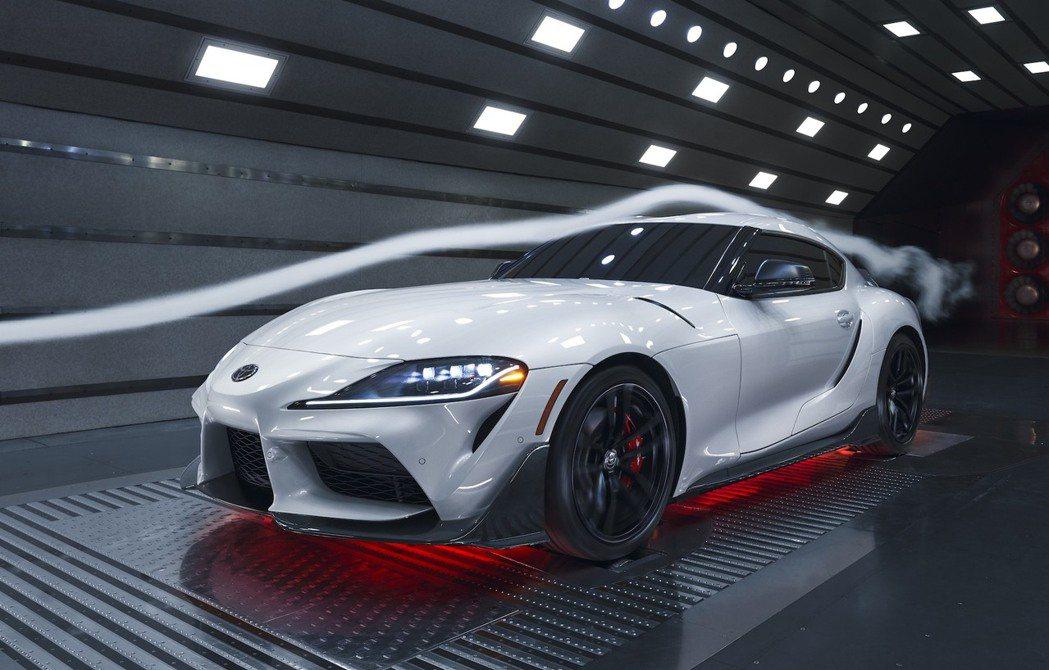 Toyota原廠GR Supra A91-CF碳纖維部件還能增加車輛的下壓力。 ...