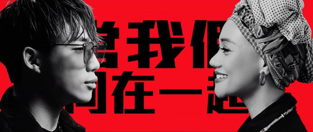 可口可樂攜手ØZI與阿爆推出創作單曲《當我們同在一起》。可口可樂公司/提供