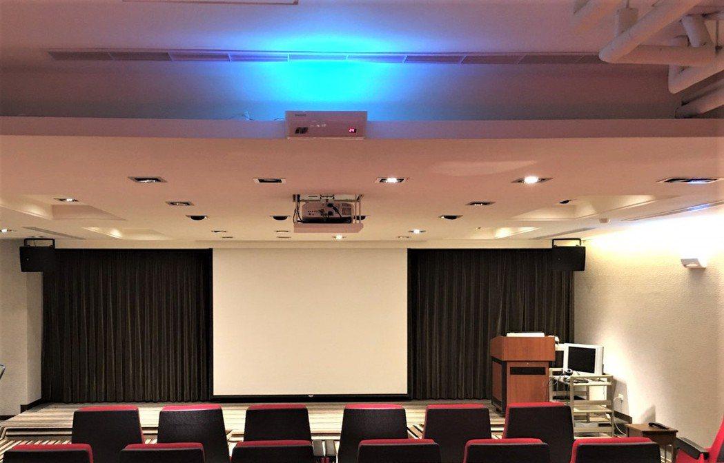 壁掛式UVC紫外線抑菌裝置(照片提供:華興集團)