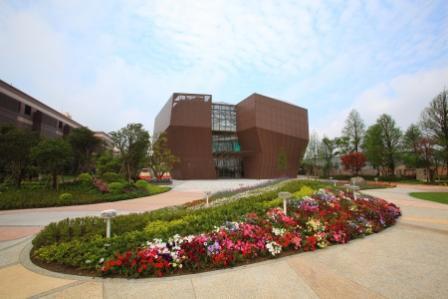 宏亞食品創立的觀光工廠「巧克力共和國」園區。