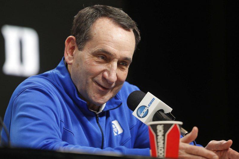 前美國奧運男子籃球隊總教練、美國大學籃球錦標賽NCAA傳奇名帥「K教練」計劃在帶完杜克大學的2021-22賽季後退休,為自己傳奇的執教生涯畫上句號。 美聯社