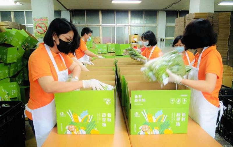 防疫宅經濟爆發, 嘉義縣產地直供蔬菜箱狂銷3千組。圖/中埔鄉農會提供