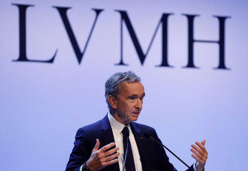 富比世上周公布全球富豪榜,全球精品龍頭LVMH集團董事長阿諾德(圖)以1863億美元的身價,為新科全球首富。路透