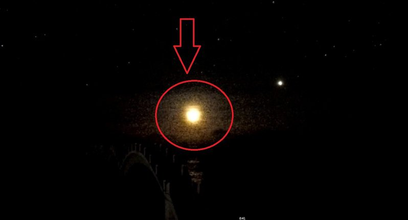 台東今天零時27分,東海岸天空出現一顆緩慢墜海的神秘光體,過程全都被觀光局東部海岸國家風景區管理處設置在三仙台的即時監視影像錄下。圖/東管處提供