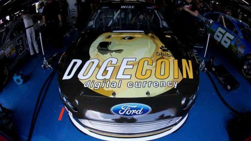 在加密貨幣交易所「Coinbase」宣布於Coinbase Pro上架「狗狗幣」服務後,身為鐵粉的特斯拉執行長馬斯克也透過推特慶祝,一舉讓狗狗幣大漲36%,重新站上半個月高點。法新社