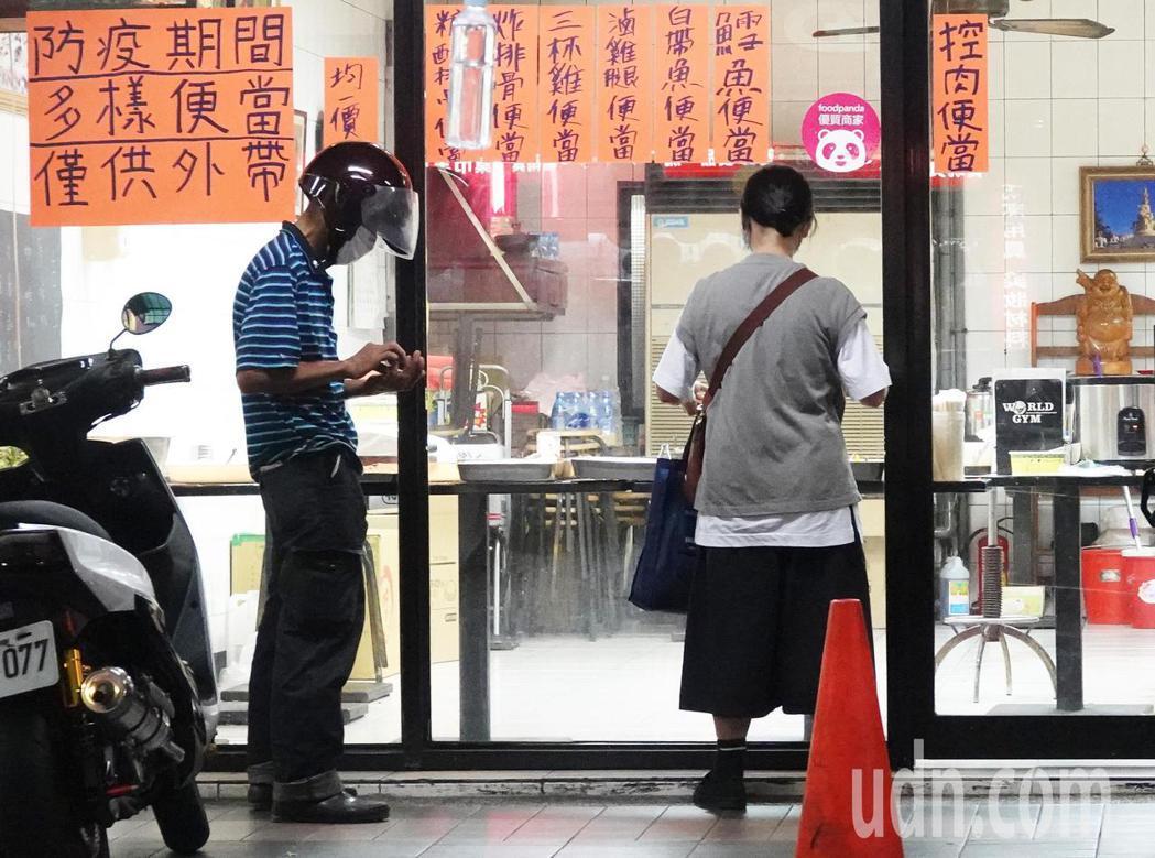 5月餐飲業營收大縮水,年減19.1%。記者潘俊宏/攝影