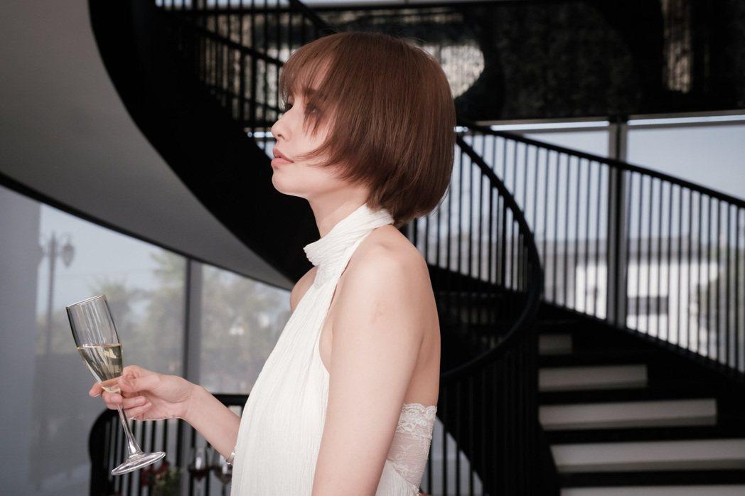 袁艾菲在「日蝕遊戲」最後一集角色有大突破。圖/民視提供