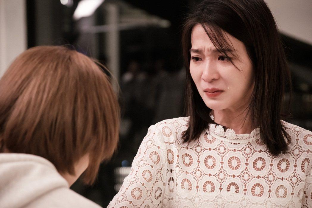 楚宣在「日蝕遊戲」中看到袁艾菲的處境,難過到成「哭包」。圖/民視提供