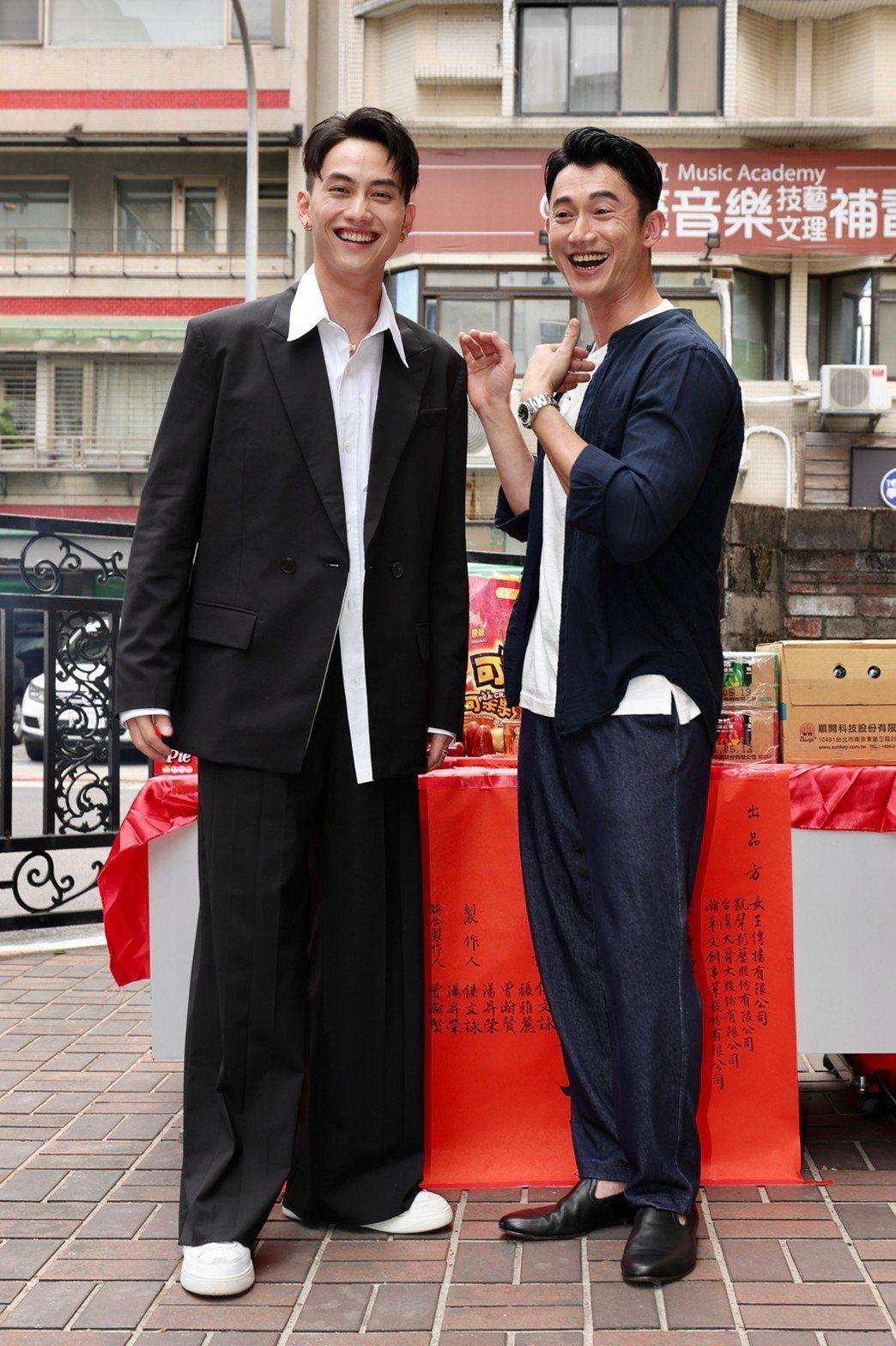 吳慷仁(右)、范少勳4月份出席「人浮於愛」開鏡儀式。記者李政龍/攝影
