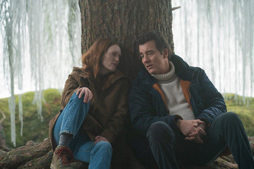 茱莉安摩爾(左)在「莉西的人生異旅」與克里夫歐文(右)有浪漫對手戲。圖/APPL