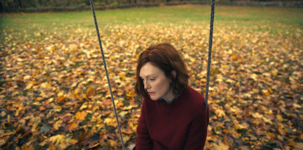 茱莉安摩爾挑戰奇幻浪漫影集「莉西的人生異旅」。圖/APPLE TV+提供
