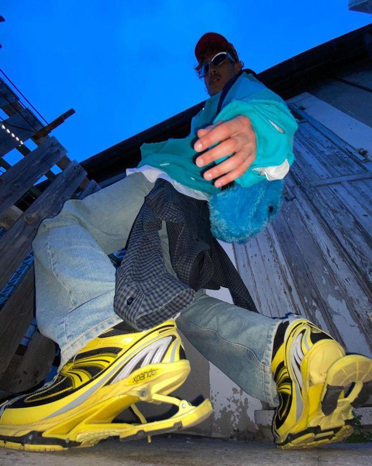 X-Pander高彈運動鞋主打特殊的彈性鞋底設計。圖/Balenciaga提供